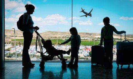 Rodzinne wakacje z biurem podróży czy na własną rękę?