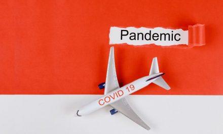 Podróż samolotem w dobie koronawirusa – jakich zasad musisz przestrzegać?